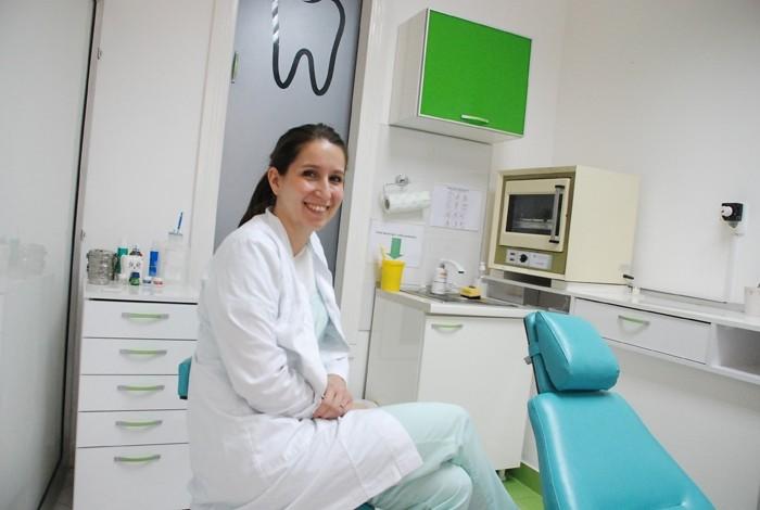 Kako izbijeliti zube sa sodom bikarbonom